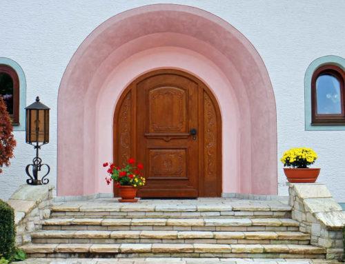 Mit formschönen Eingangstüren das Portal aufwerten